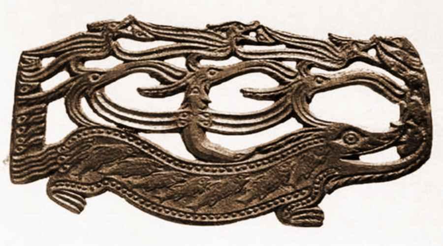 Древняя бронзовая бляха, обнаруженная в Ныргынде
